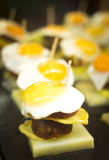 Spanische Kücheei Tapasteller im Restaurant Stockfotos