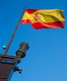 Spanische Markierungsfahne auf Boot Stockfotos