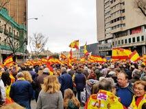 Spanische Staatsbürger nehmen an der Demonstration gegen die sozialistische Regierung in Madrid teil stockbilder