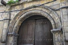 Spanische Stadt der mittelalterlichen Tür von Segovia Alter hölzerner Eingang anci Stockbilder