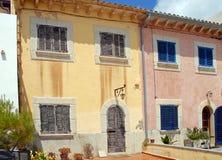 Spanische Stadthäuser in Majorca Stockfotos
