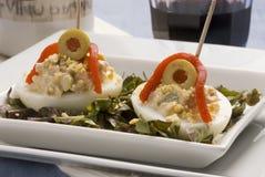 Spanische Tapas. Angefüllte Eier. Stockbilder