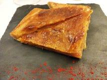 Spanische Torte der Kamm-Muschel mit Paprika stockbild