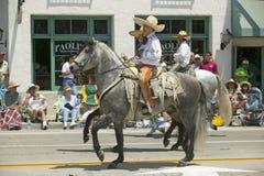 Spanischer Cowboy zu Pferd während der Eröffnungstagparade unten State Street, Santa Barbara, CA, alte spanische Tagesfiesta, 3.- Lizenzfreie Stockfotos