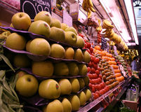 Spanischer Fruchtmarkt lizenzfreie stockbilder