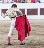 Spanischer Stierkämpfer Daniel Luque mit dem Capote oder dem Kap, lassen Linares, Andalusien, Spanien ein Lizenzfreie Stockfotos