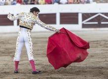 Spanischer Stierkämpfer Daniel Luque mit dem Capote oder dem Kap, lassen Linares, Andalusien, Spanien ein Stockfotos