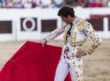 Spanischer Stierkämpfer Daniel Luque mit dem Capote oder dem Kap, lassen Linares, Andalusien, Spanien ein Lizenzfreies Stockfoto