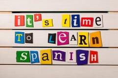 Spanisches Erlernen- der Sprachekonzeptbild Es ist Zeit, Spanisch zu lernen Stockfotografie