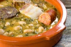 Spanisches Gebirgseintopfgericht. cocido monta??s Stockfoto