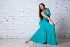 Spanisches Mädchen mit Gebläsetänzen ein Flamenco, Abbildung Lizenzfreies Stockfoto