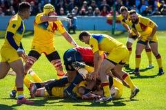 Spanisches und rumänisches Rugby teams in einem Gedränge Stockfotografie