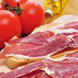 Spanish pa amb tomaquet with serrano ham Royalty Free Stock Photos