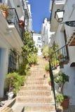 Spanje, andalusia, het dorp van Frigiliana Stappen die tot stad leiden stock afbeelding