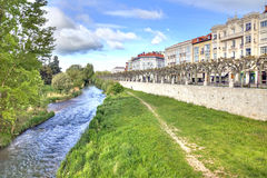 spanje Burgos en de rivier Arlanzon Stock Fotografie