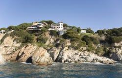 Spanje, Costa Brava. Huis op de rots. Royalty-vrije Stock Fotografie