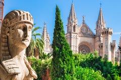Spanje Majorca, mening van beroemd kathedraalla Seu op historisch stadscentrum stock foto