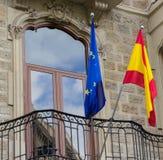 Spanjor och EU-flagga royaltyfri bild