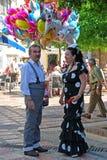 Spanjorpar i den traditionella klänningen, Marbella royaltyfria foton
