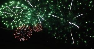 Spanne auf kvadrocopter direkt durch den Nachtgruß gefährlich stock video