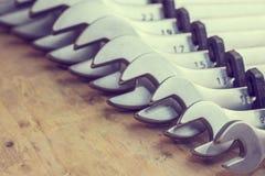 spanners Много ключей Промышленная предпосылка Установите оборудования инструмента ключа Установите ключей в различных размерах стоковое изображение rf
