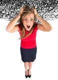 spanning De bedrijfs vrouw frustreerde en beklemtoonde het trekken van haar haar Stock Foto's
