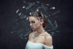 spanning de vrouw beklemtoonde met hoofdpijn Concept Wijfje op donkere achtergrond Stock Foto