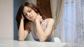 Spanning en Frustratie, Droevige Vrouw met Spanning en Hoofdpijn stock videobeelden