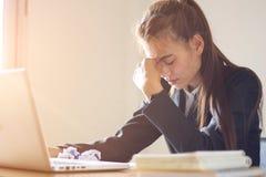 Spanning op het werk, het nalaten te werken, bedrijfsmislukking stock foto