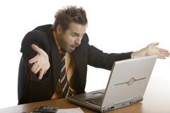 Spanning van zakenman wegens computerneerstorting Stock Fotografie