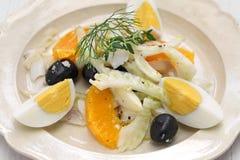 Spansk apelsin för salt torsk och olivsallad arkivfoto