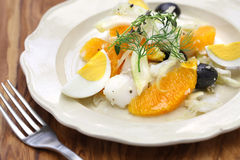 Spansk apelsin för salt torsk och olivsallad royaltyfria bilder