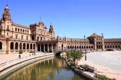 Spansk fyrkant eller plazaen de Espana i Seville, Spanien royaltyfri bild
