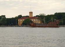 Spansk gallion piratkopierar kryssning Royaltyfria Bilder