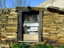 Spansk lantlig dörr Arkivbilder