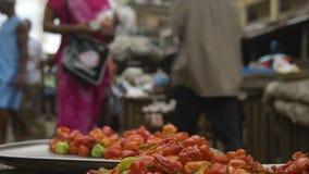Spansk peppar visade på en marknad, Conakry stock video