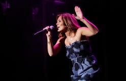 Spansk sångareAmaia montero som direkt gör en gest Arkivfoton