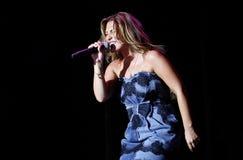 Spansk sångareAmaia montero som direkt gör en gest Royaltyfri Fotografi