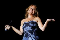 Spansk sångareAmaia montero som direkt gör en gest Arkivbilder