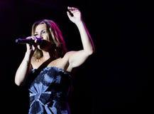 Spansk sångareAmaia montero som gör en gest den levande detaljen Arkivfoton