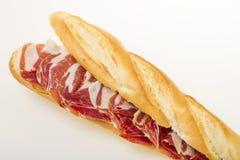 Spansk serranoskinksmörgås Arkivfoto