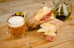 Spansk skinka och ostsmörgås Arkivbild