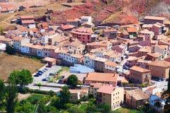 Spansk stad i solig dag. Albarracin Arkivfoton
