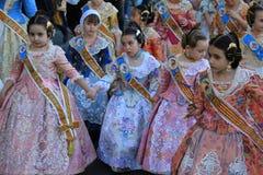 Spanska kvinnor och flickor i Valencia, Spanien Arkivfoto