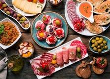 Spanska tapas och sangria Arkivfoto