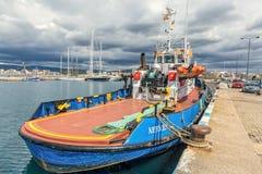 Spanskt fartyg i port Palamos, 19 Maj 2017, Spanien Arkivbilder