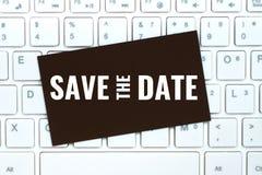 Spara datumet på pappers- kort för hantverk arkivfoto