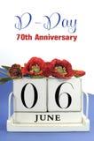 Spara den retro wood kalendern för datumtappning för Juni 6, årsdag för dag D 70th, med Flanders vallmo och prövkopiatext Arkivfoto