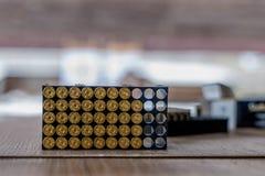 Spara l'imballaggio delle munizioni immagini stock