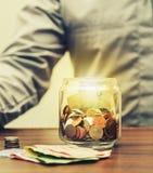 Spara pengar för avgången för finansaffärsidé royaltyfri bild